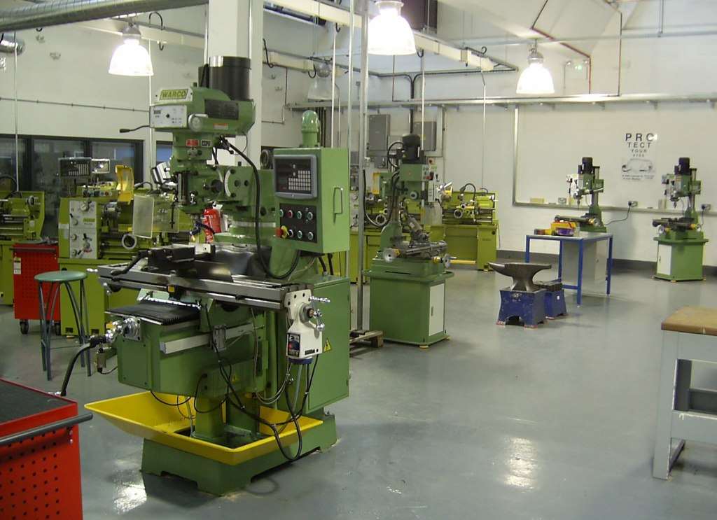 Warco milling machines in the classroom